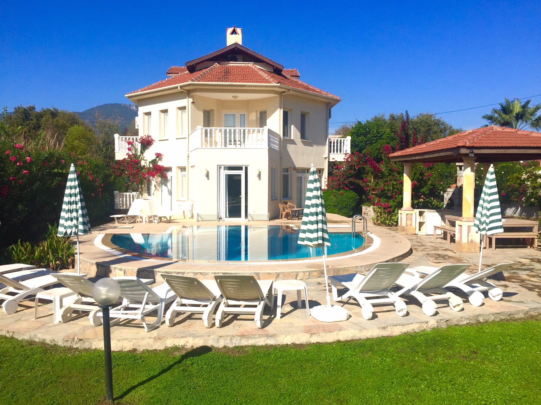 Dalyan Jewel – 6 bedroom villa private pool and bar free WiFi and Aircon